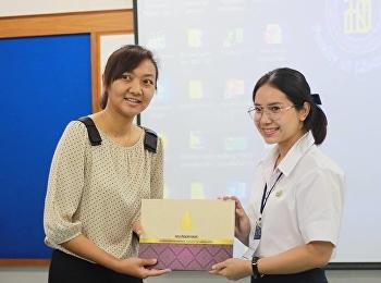 นางสาวนัฐภรณ์ ผลพฤกษา นำเสนอบทความวิจัย ณ ห้องประชุมรพีพรรณฯ คณะศิลปศาสตร์ มหาวิทยาลัยสงขลานครินทร์
